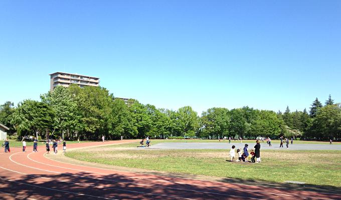 あまり遠出できない連休。近場でも緑がまぶしい「東大和南公園」でお散歩