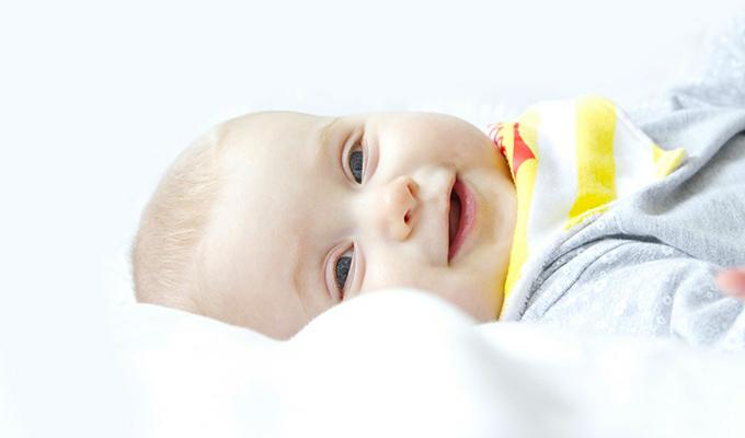 美しい笑いは、家の中の太陽である